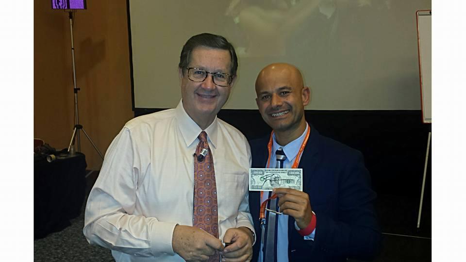 Robert Allen, tra i più grandi formatori al mondo, con Massimo Petrucci in un evento formativo a Roma.